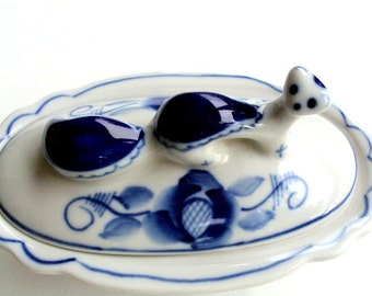 Vintage Gzhel, Russian Blue and White Porcelain Vanity Box, Otter Figural Handle, Folk Art, Hand painted, Figural, Collectible