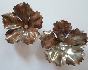 Vintage Oxidized Silver Flower Findings - Rusty Steel Flower Finding Vintage Metal Flower 34mm - Lot Of 2