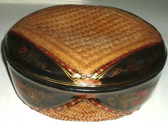 "VINTAGE VIETNAM large WEDDING basket 13"" hand painted, rattan, lacquer, black, rust, red, gold, flowers, vg condition"