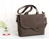 Elegant messenger and tote bag in taupe, chocolate brown twill and pistachio green cotton lining. Summer bag. Everyday purse