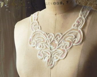 1 applique neck collar