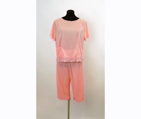 1960s pajamas, nylon pajamas, pink pajamas, lounging outfit, Shadowline, cropped pants, Size M