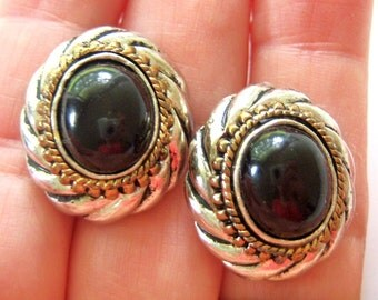 vintage silver tone with black oval with gold tone frame pierced earrings 714Ez