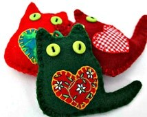 Cat Christmas ornaments, Felt Christmas ornaments, Christmas cat decorations, Handmade felt cats, Colourful cat Ornaments, Red and green