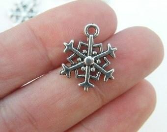 10 Snowflake charms antique silver tone SF5