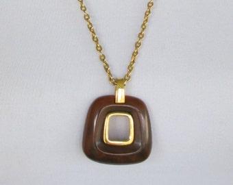 Lovely Trifari Tortoise Lucite Pendant Necklace