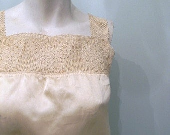 vintage. 1910 Victorian Off White Silk Cropped Camisole with Butterfly Detail // Bust 34