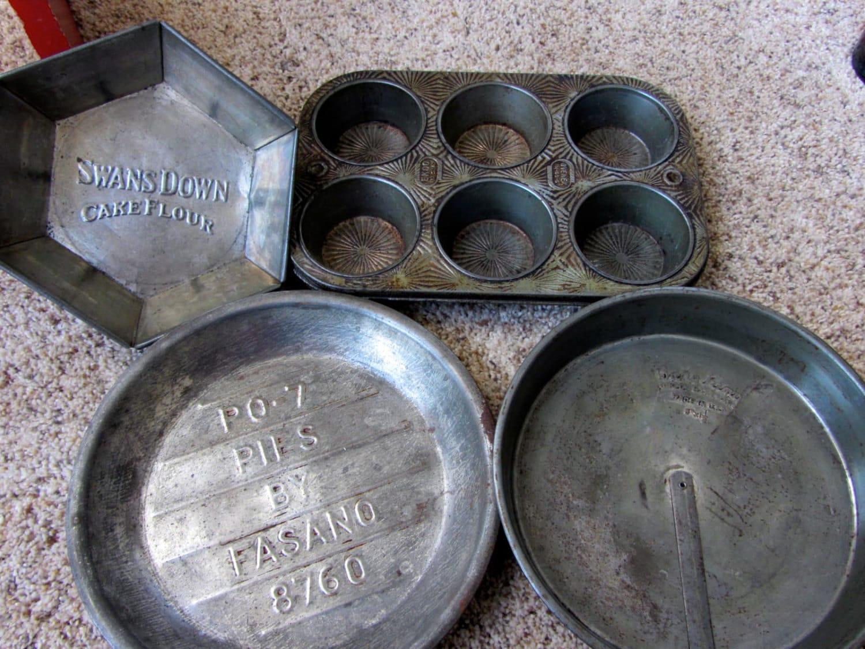 Lot Of 4 Vintage Antique Metal Pie Pans Muffin Tins Ecko
