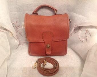 Vintage Coach Station 5130 British Tan Shoulder/Handbag Preppy Shabby Chic Worn Classic Fashion Wear