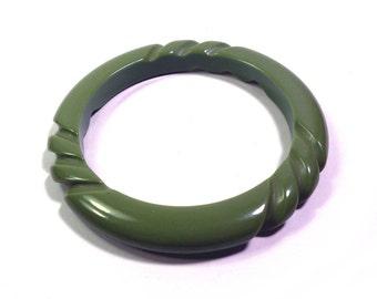Vintage Carved Bakelite Green Rope Bangle Bracelet, Chunky