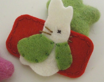 Felt hair clip -No slip -Wool felt -Bunny Rabbit -red