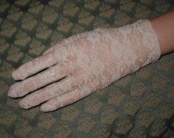 Vintage ivory Lace wrist-length Gloves