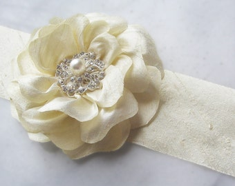 Pale Champagne Silk Sash, Bridal Sash Pale Gold Wedding Belt, Creamy Ivory Flower Sash with Crystals and Pearl - PARIDIAS