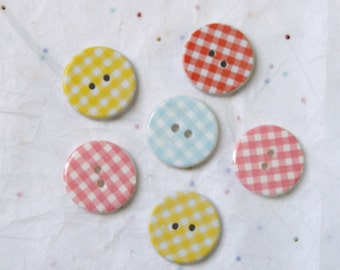 6 Gingham Buttons - Plaid Buttons-   Crafting  -Jewelry (X-22)