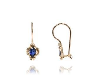 Vintage Flower Sapphire Earrings in 14k Gold