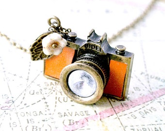 Tan Leather Camera Necklace, Camera Necklace,Photographer Necklace,Photographer Gift,Camera Gift, Vintage Camera, Wedding Photographer Gifts