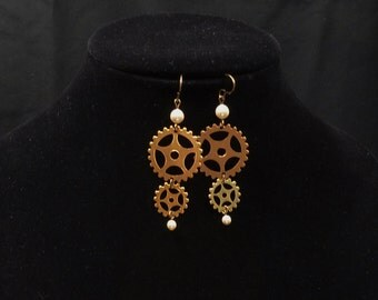 Steampunk gears and pearls earrings E56