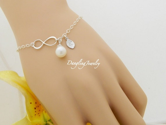Infinity Initial Bracelet, Personalized Monogram Infinity Bracelet, Bridesmaid Gift, Wedding Jewelry, Bridesmaid Bracelet, New Mom Gift