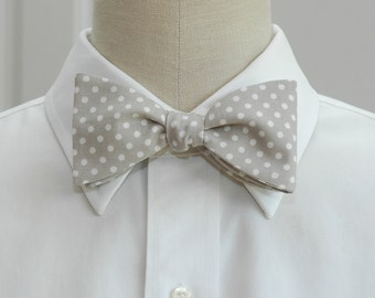 Men's Bow Tie in pearl grey with white polka dots (self-tie)