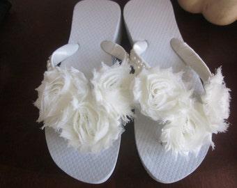 Wedding Flip Flops.Bridal Flip Flops. Ivory Flip Flops.Wedge/Platform Flip Flops.Shabby Chic Design. Pearl Wedding Shoes.