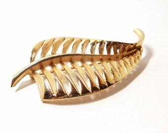 Feather Brooch- Filigree Brooch- Leaf Brooch- 1960s Brooch- Feather Pin- Leaf Pin- Hat Pin- Scarf Pin- Filigree Pin- Mod Pin- Modern Brooch