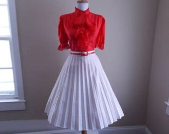 VINTAGE 1950s 1960s White  Accordion Style Pleated Full Skirt