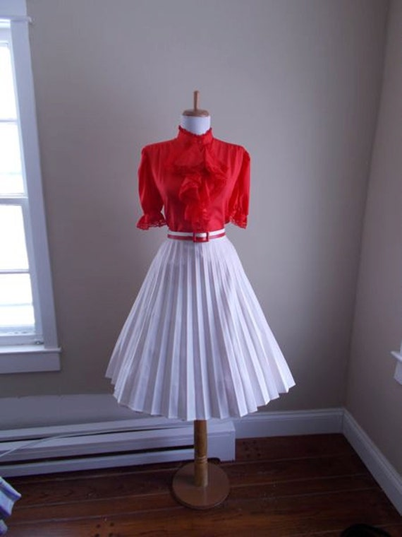 vintage 1950s 1960s white accordion style pleated skirt