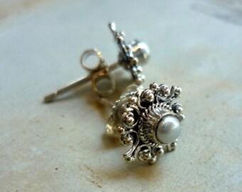 Stud pearls, Sterling Silver Pearl Post earrings, Simple Post Earrings, minimalist Silver Earrings, June birthstone, White Pearl posts.