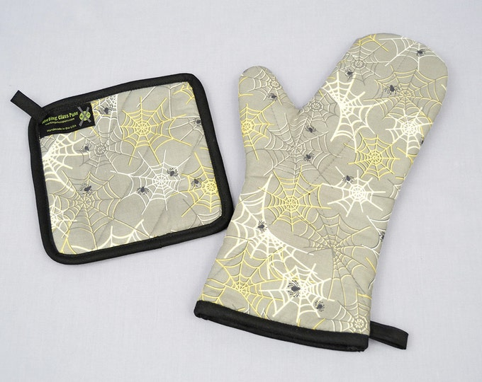 Spooky Light Gray Spiders and Webs Oven Mitt and Pot Holder Sets/Singles