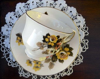 Bone China Teacup, Vintage Tea Cup and Saucer - Queen Anne Footed 11119