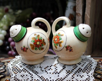Moriyama Salt and Pepper Shakers Made in Japan Teapot Shakers - Hand Painted 11280