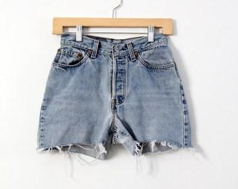 vintage Levis high waist shorts, denim jorts, waist 26