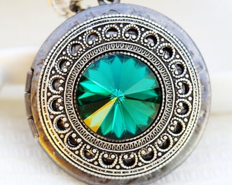 swarovski crystal Emerald Green silver locket,Jewelry Gift, Pendant,Silver Locket,Locket,Silver Chain,Locket Necklace,Wedding Necklace