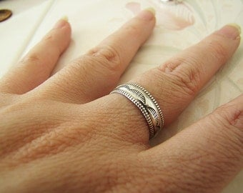 Vintage Sterling Silver etched scallop pattern design ring band, size 7