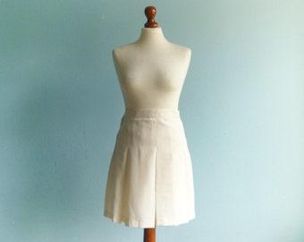 Vintage white mini skirt / preppy skirt / short pleated / a line / high waisted / medium