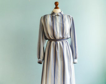 Vintage preppy dress mod hipster secretary dress / light blue white grey vertical stripes / buttoned / long sleeves / midi long / medium