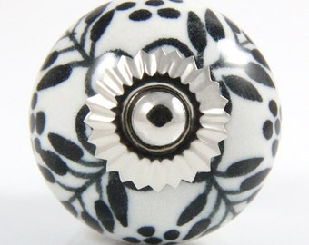 Round ceramic knob with black flower design 3.8cm BW005
