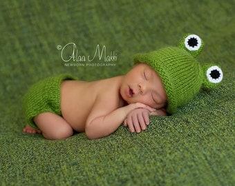Newborn photo prop,  frog newborn/ baby diaper cover and hat set, newborn set, newborn girl, newborn boy, newborn knit set, newborn props