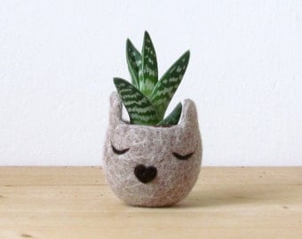 Felt succulent planter / 7th anniversary gift / Small succulent pot / Cat head planter / Personalized planter / Cat person gift