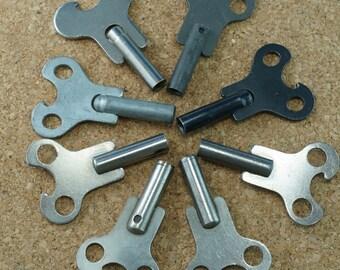 8 ANTIQUE CLOCK KEYS /  large keys / vintage key / old keys  No.00493