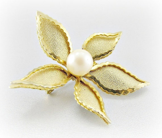 Pretty Vintage Gold Flower Brooch with Textured  Ruffled Layered Petals and Faux Pearl Center, 1950s 1960s Costume Jewelry