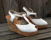 Vintage Fabulous 70s White Platform Sandals Womens Size: 6