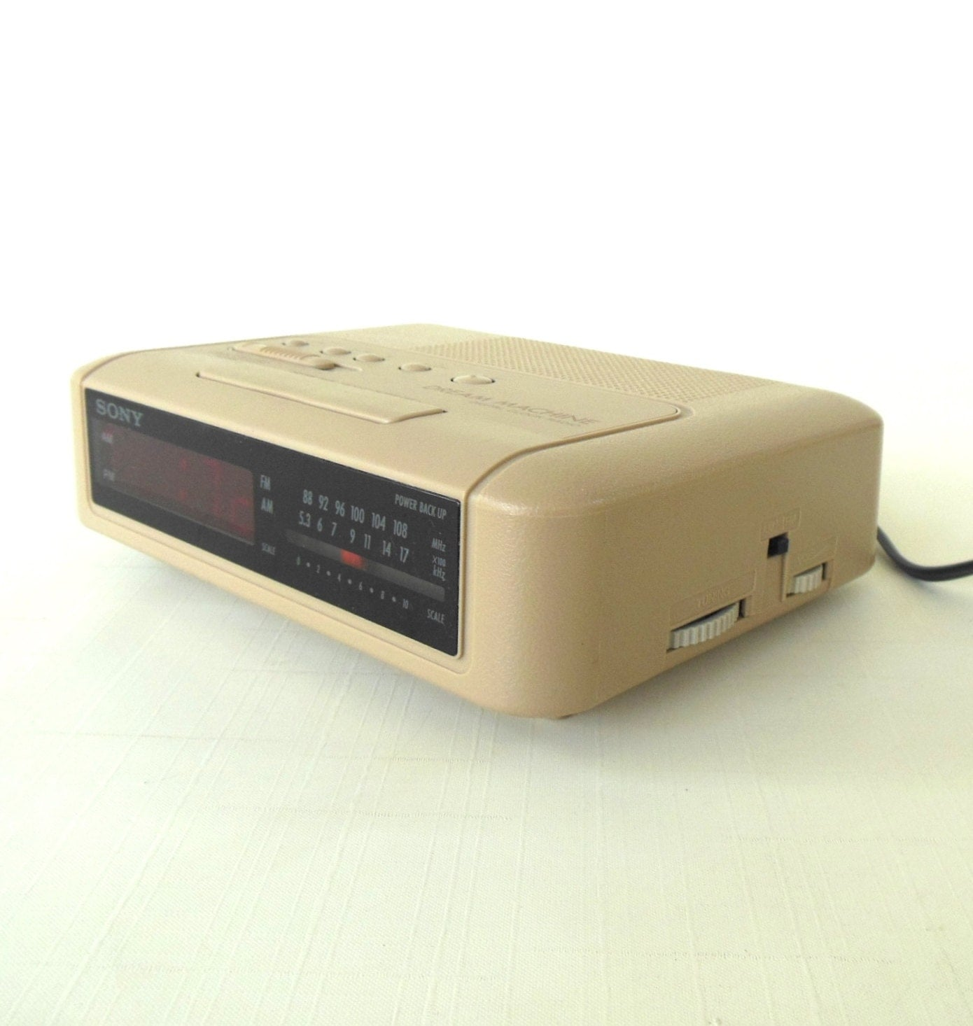 sony dream machine alarm clock radio icf c240 beige. Black Bedroom Furniture Sets. Home Design Ideas