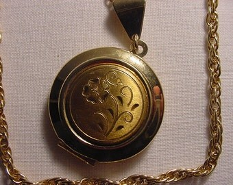 Vintage Flower  Locket Necklace     588