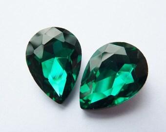 2 glass jewels, 14x10mm, emerald, pear