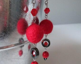 Boucles d'oreilles rouge en acier inoxydable (hypoallergique) / Red stainless steel earrings (Hypoallergic)