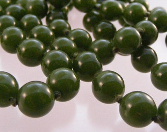 Antique Forest Green Chinese Peking Glass Bead Necklace  Lot 3429