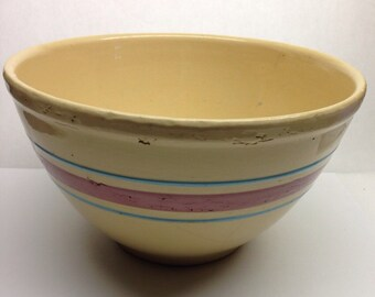 Vintage Pottery Watt 9 inch bowl well loved but beautiful