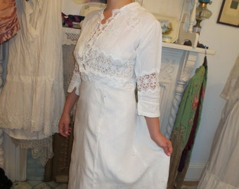 Ornate Edwardian Hand EMBROIDERED LINEN & LACE Dress