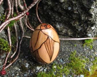 """Trillium Blossom with Triquetra Center Pyrography 2"""" Maple Wood Egg"""